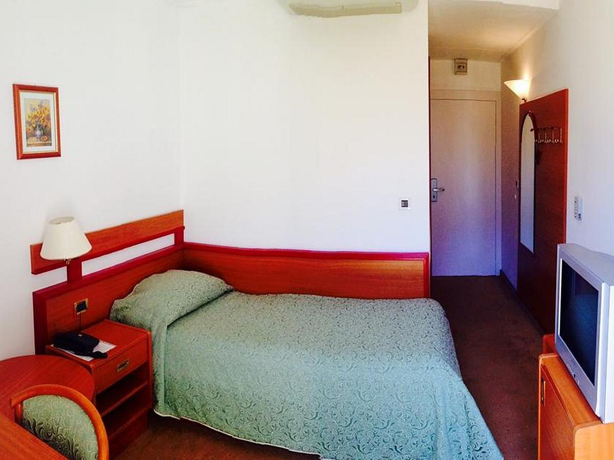 Jednolůžkový pokoj s balkónem a polopenzí