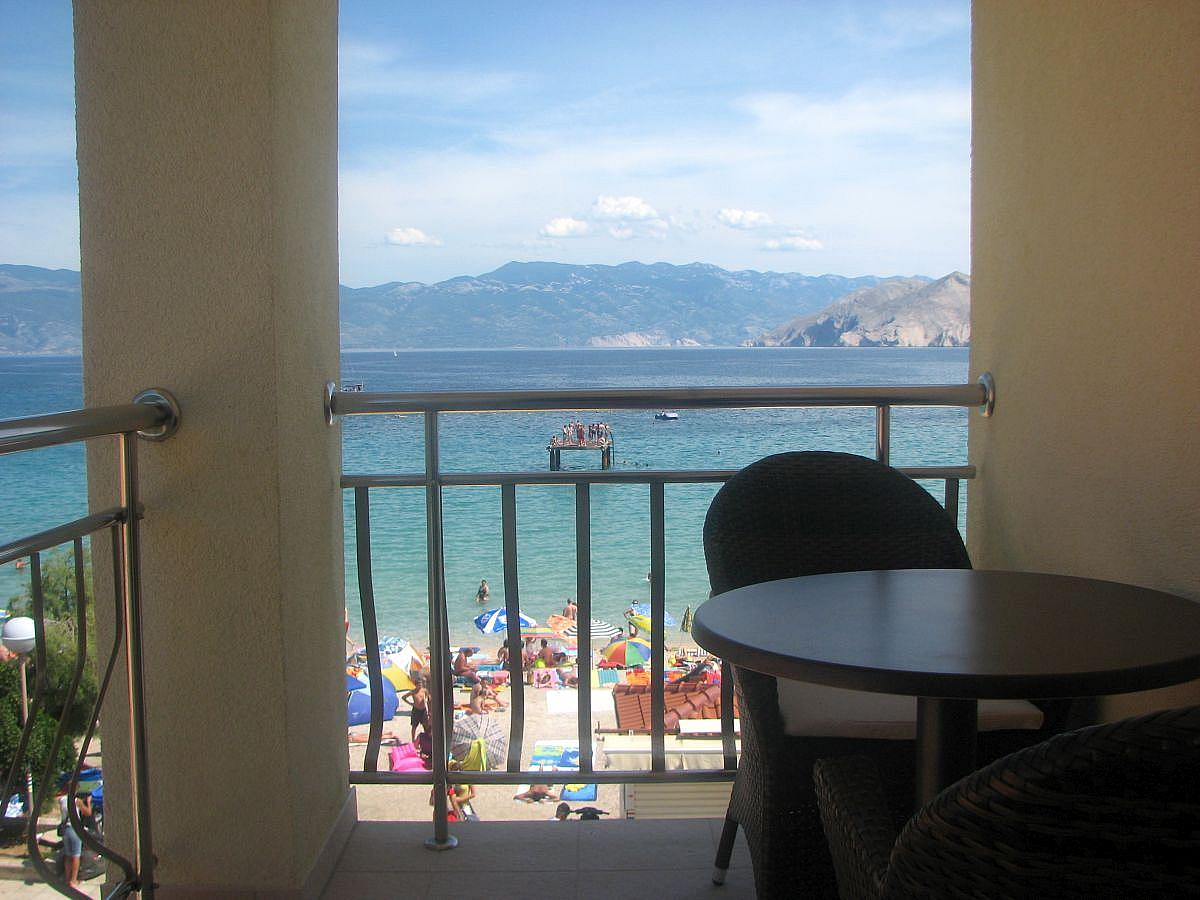 Apartment, superior for 2 people with 2 extra beds, sea side, balcony, with breakfast