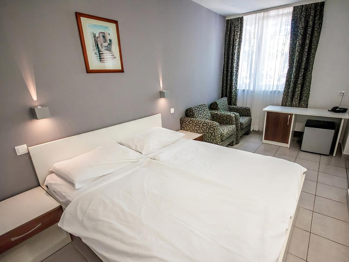 Double room with 2 help beds - family room with half board