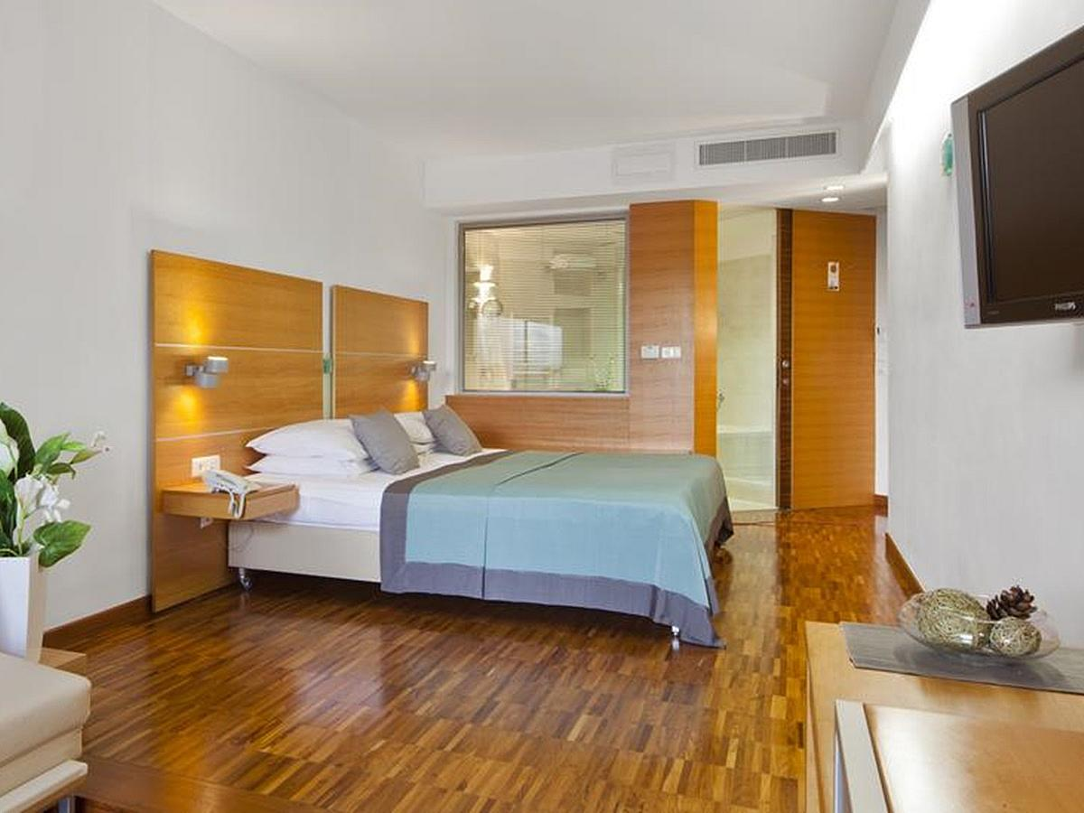 Double superior room with extra bed half board