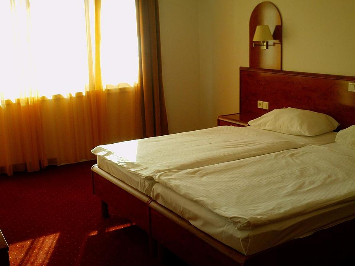 Double room superior sea side with balcony, with air conditioning - bed and breakfast
