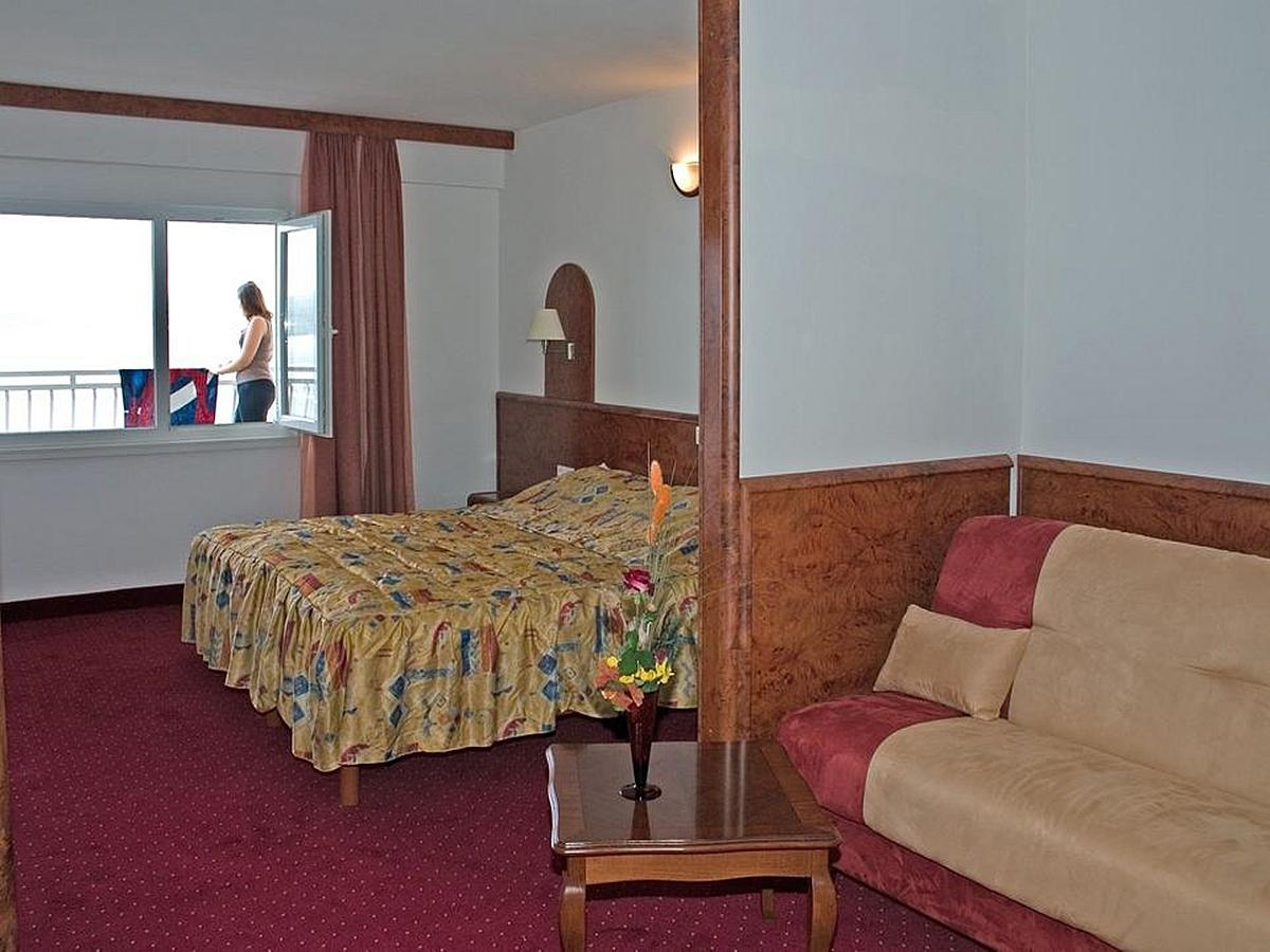 Studio for 2 people, superior with air-conditioning, sea side with balcony, bed and breakfast