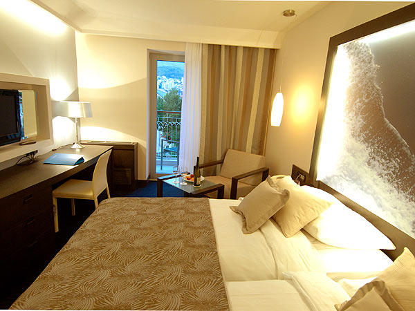 Double room sea side with balcony and bed and breakfast