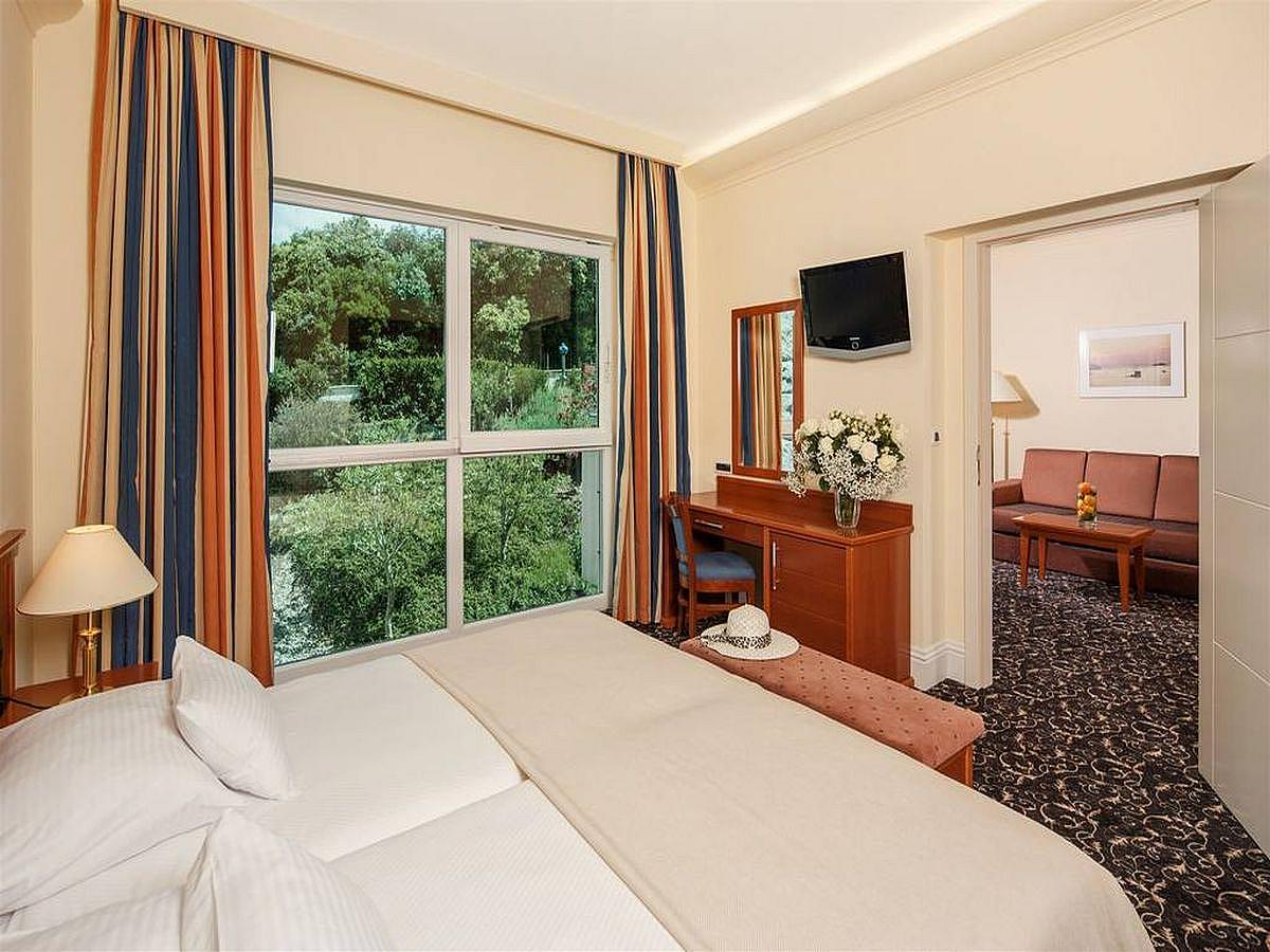 Luxury suite park view (3 persons) BB