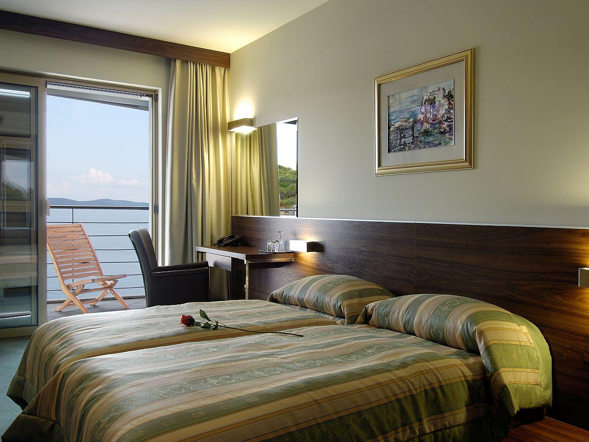 Double room superior sea view with half board