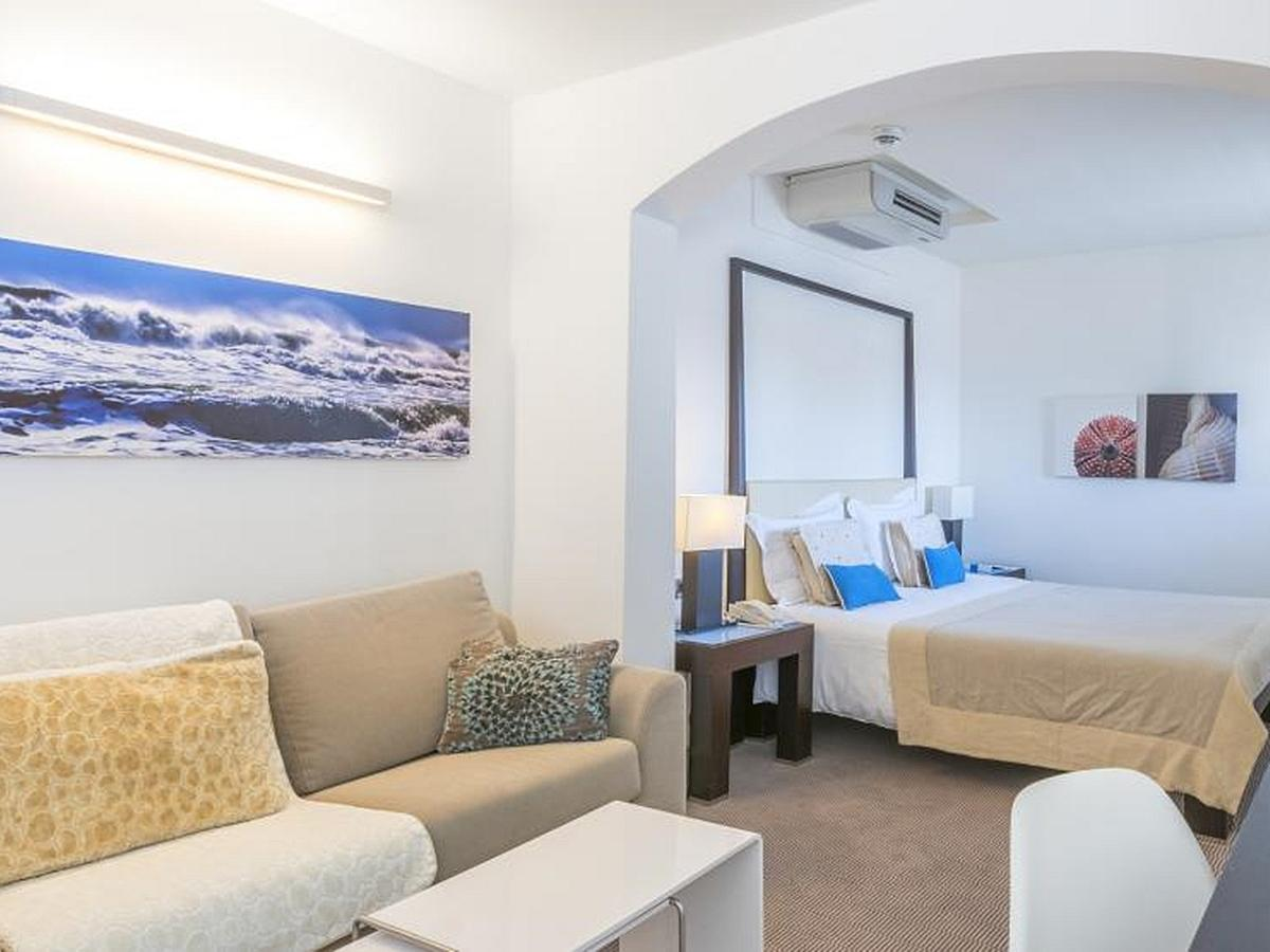 Double studio suite with extra bed, balcony and breakfast