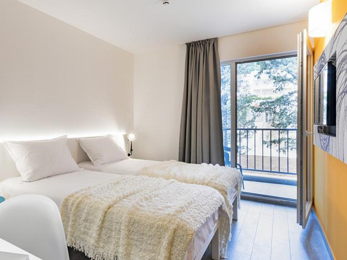 Double room standard park side and balcony with bed and breakfast