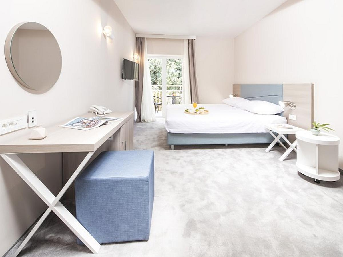 Dvoulůžkový pokoj s balkónem a polopenzí superior