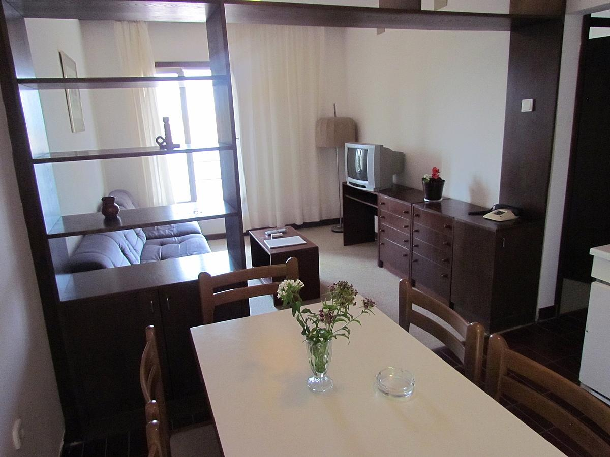 Apartament pentru 2 persoane cu 2 paturi suplimentare