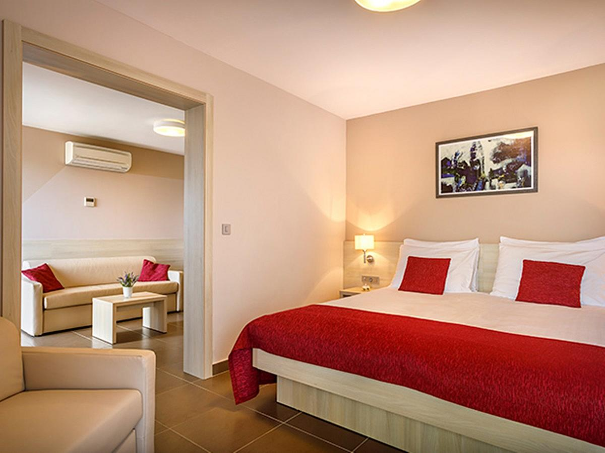 Double room suite, junior with 2 help beds with balcony and half board