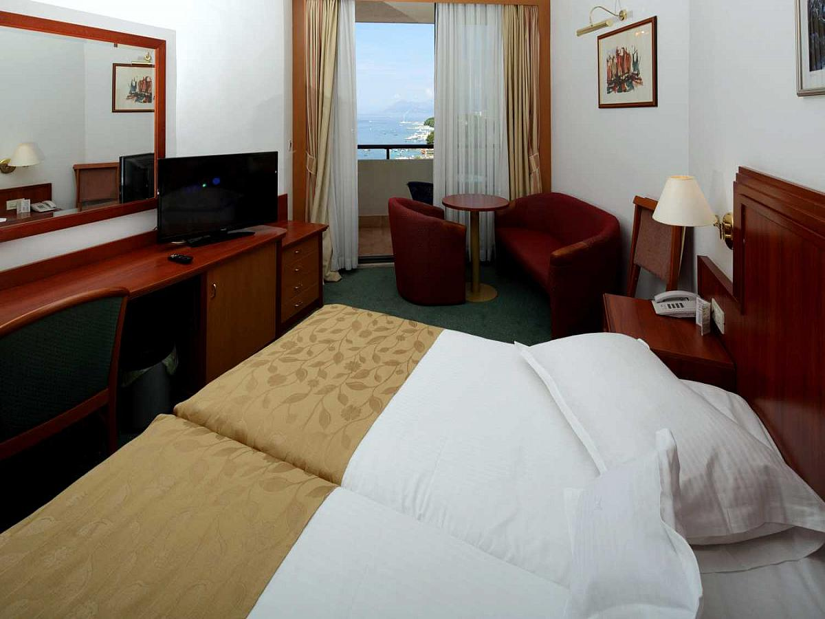 Double room sea side with balcony with breakfast