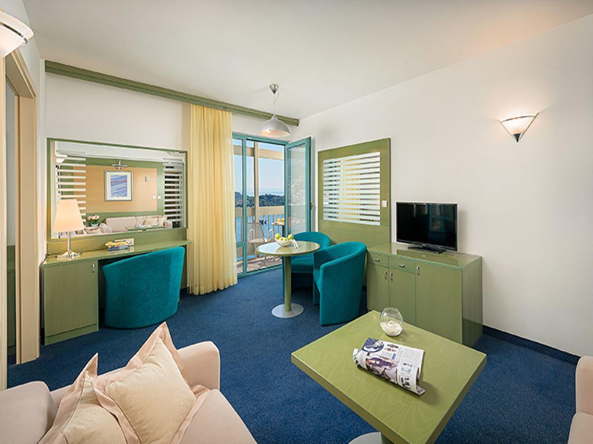Junior Suite se 2 pomocnými lůžky výhled na moře  s balkónem s polopenzí-single use