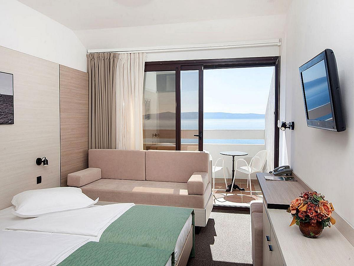 Double room sea side with help bed, balcony, air conditioning and half board