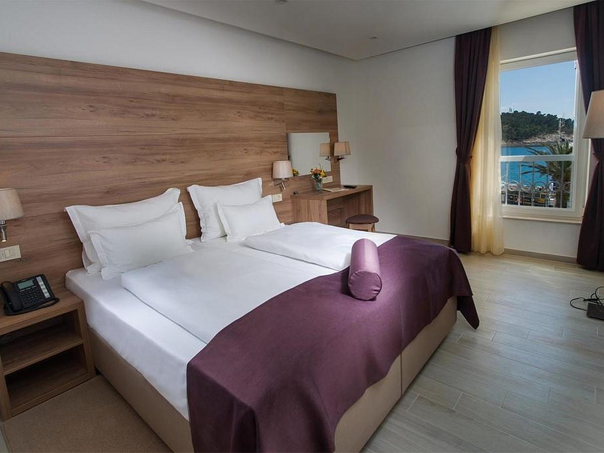 Double room sea side with air conditioning and half board