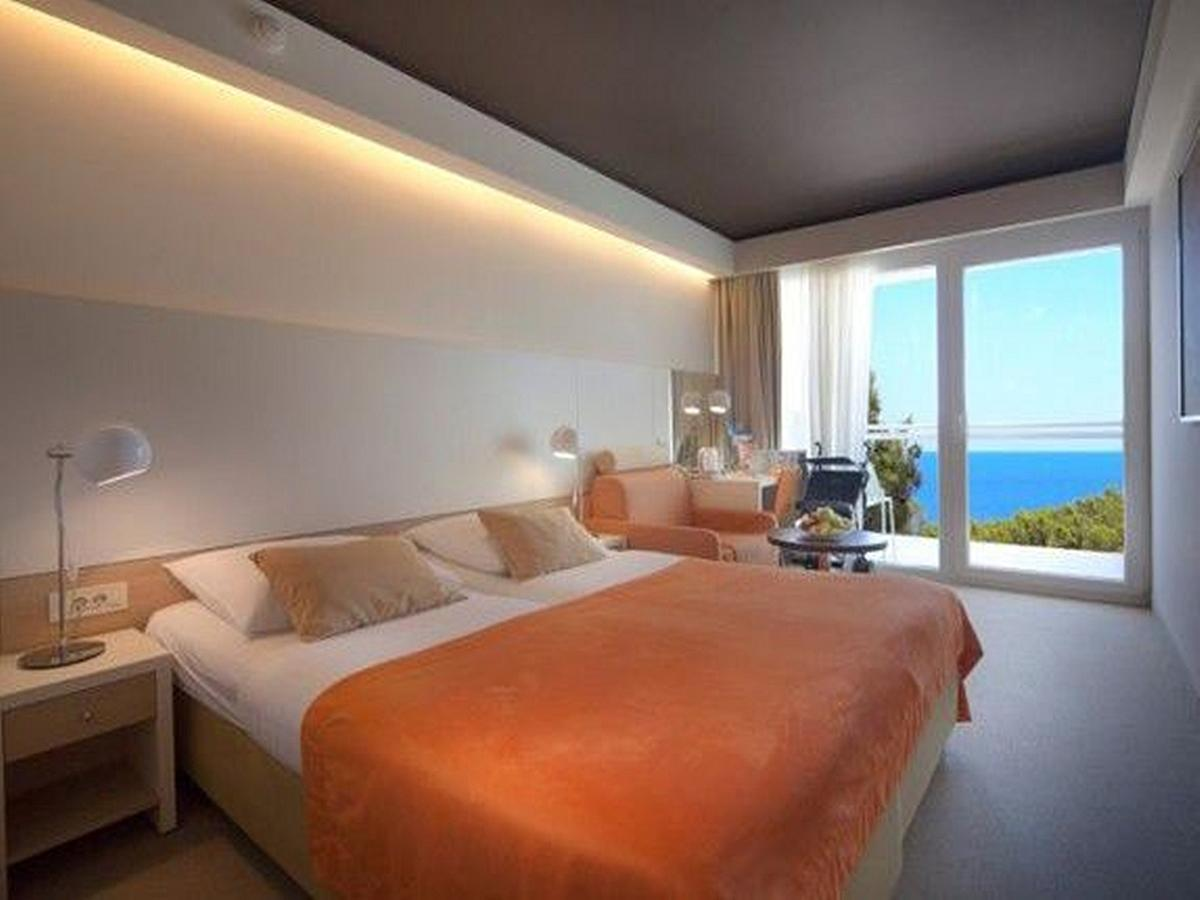 Double room with extra bed, standard, sea side balcony, and half board