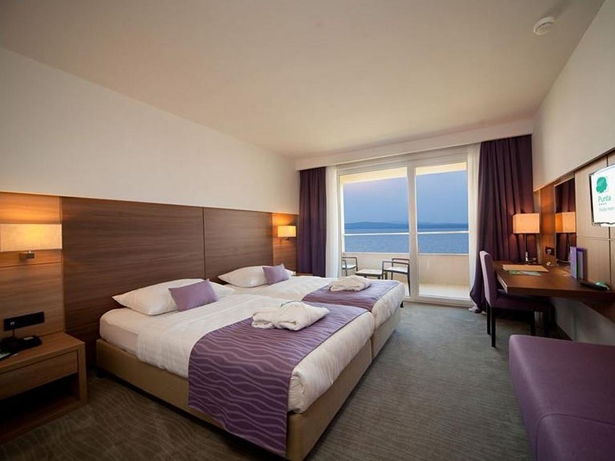Pokój dwuosobowy standard z balkonem strona morze r z balkonem i półpensjonatem