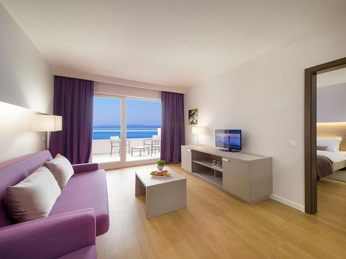 Double room with living room, sea view with balcony and half board