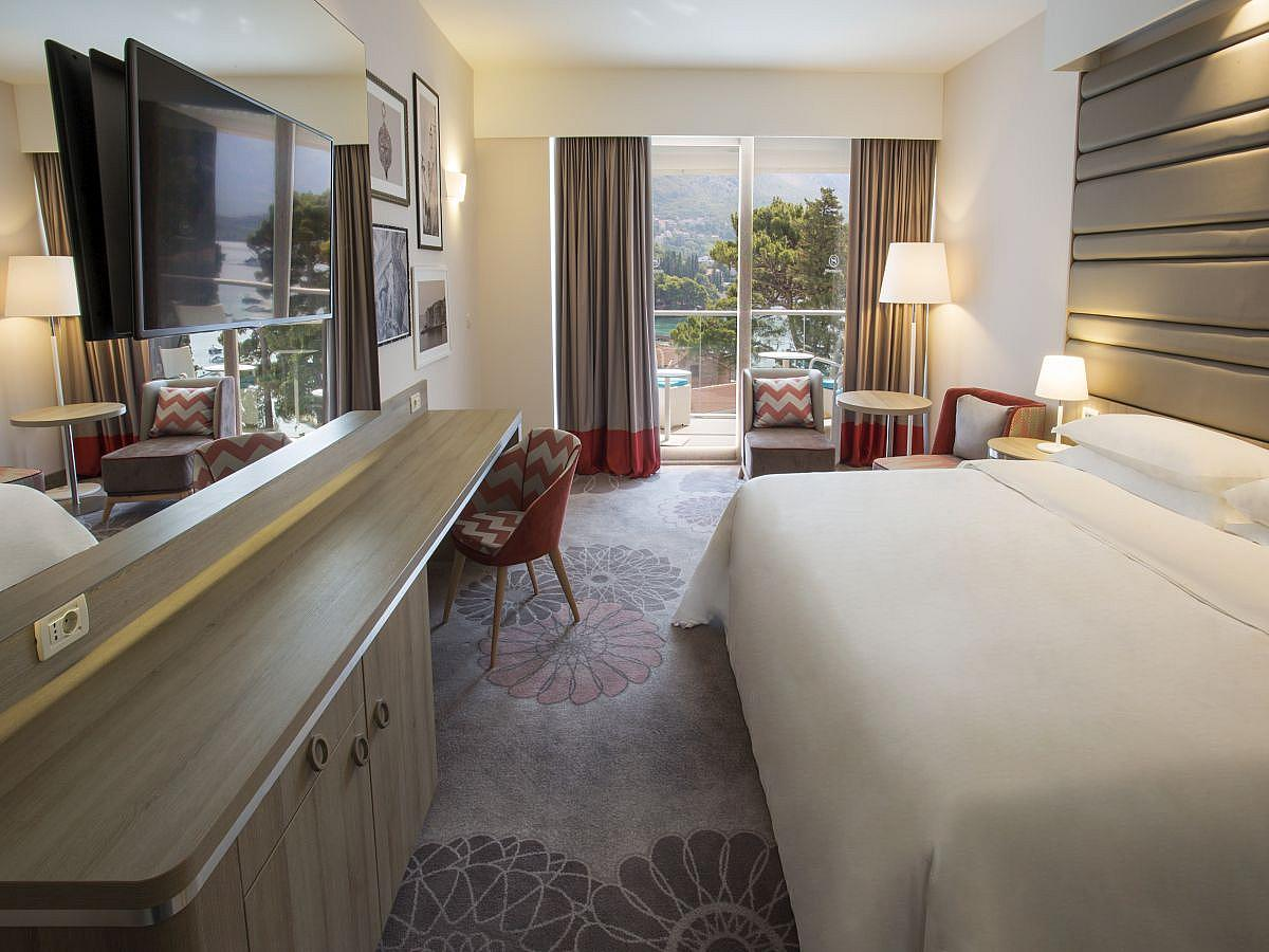 Double room deluxe sea view, single use, bed and breakfast