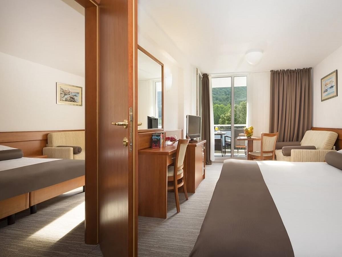 Two double rooms superior park/hill side and balcony with connecting doors and half board