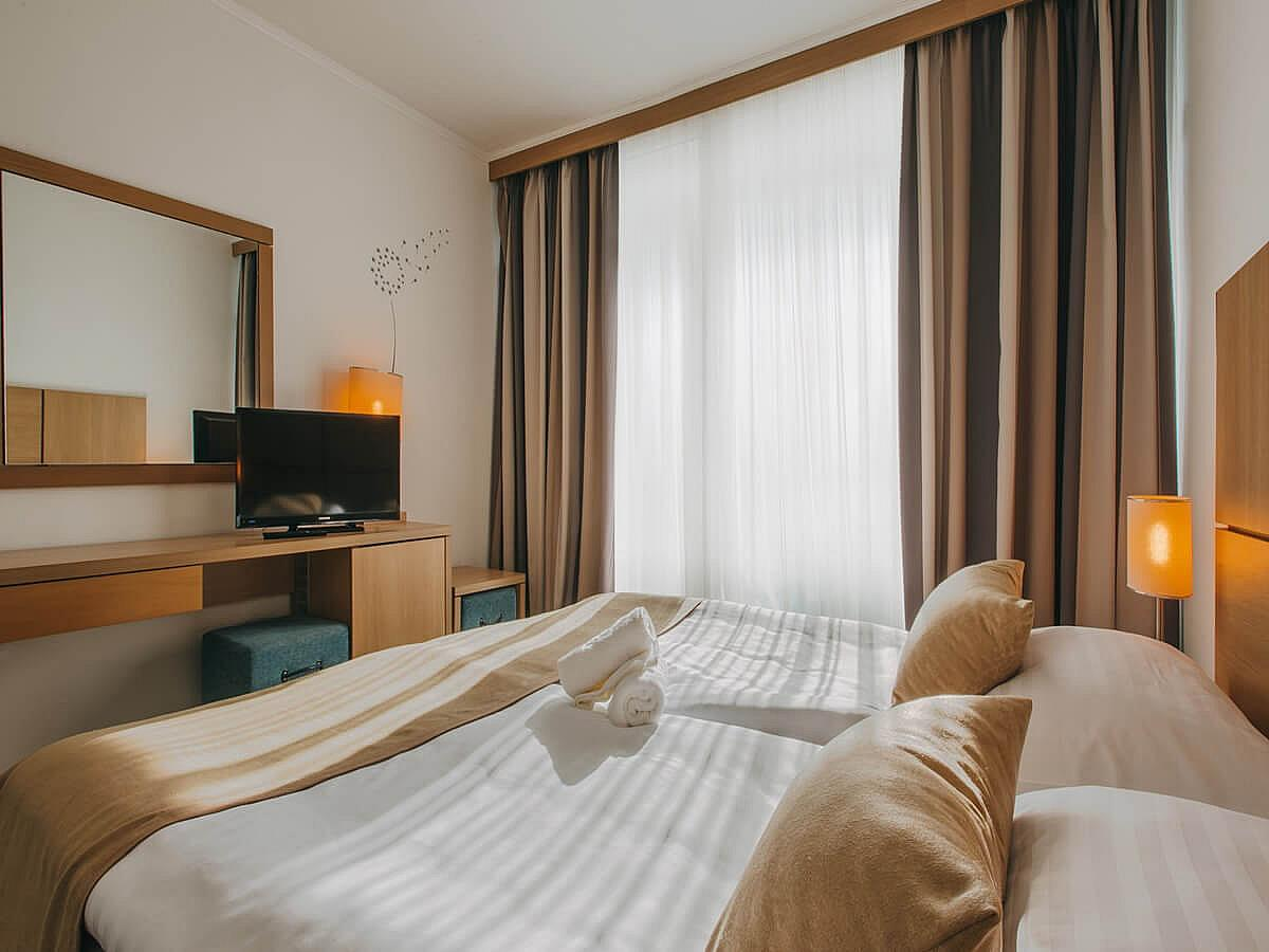 Double room comfort park side with bed and breakfast