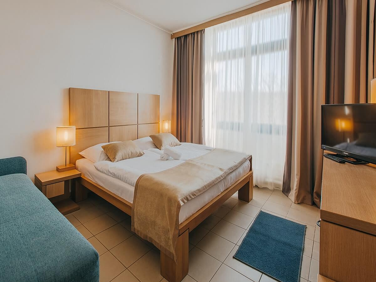 Double room, comfort park side with balcony bed and breakfast