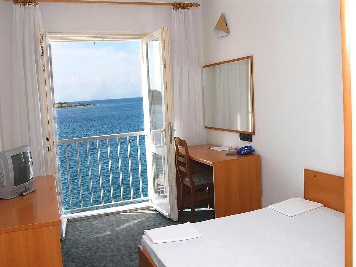 Dvoposteljna soba, pogled na morje, nočitev z zajtrkom