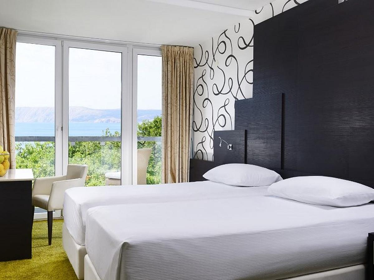 Kétágyas szoba, tengerre néző, standard,és szállás és reggeli