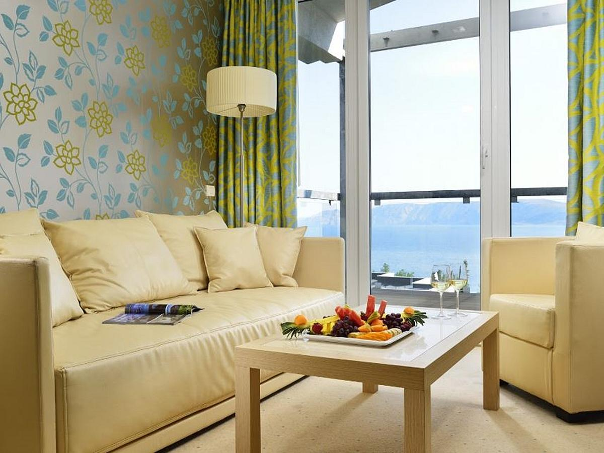 Dvojposteľová izba výhľad na more  + pomocné lôžko nocľah s raňajkami,  Junior Suite