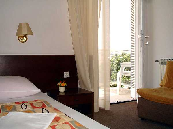 Double room single use, halfboard