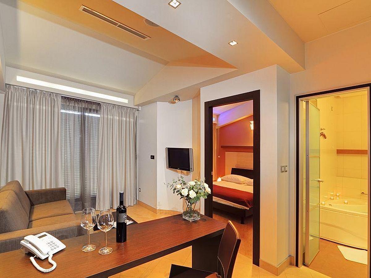 Dvoulůžkový pokoj suite - k samostatnému užívání - nocleh - snídaně