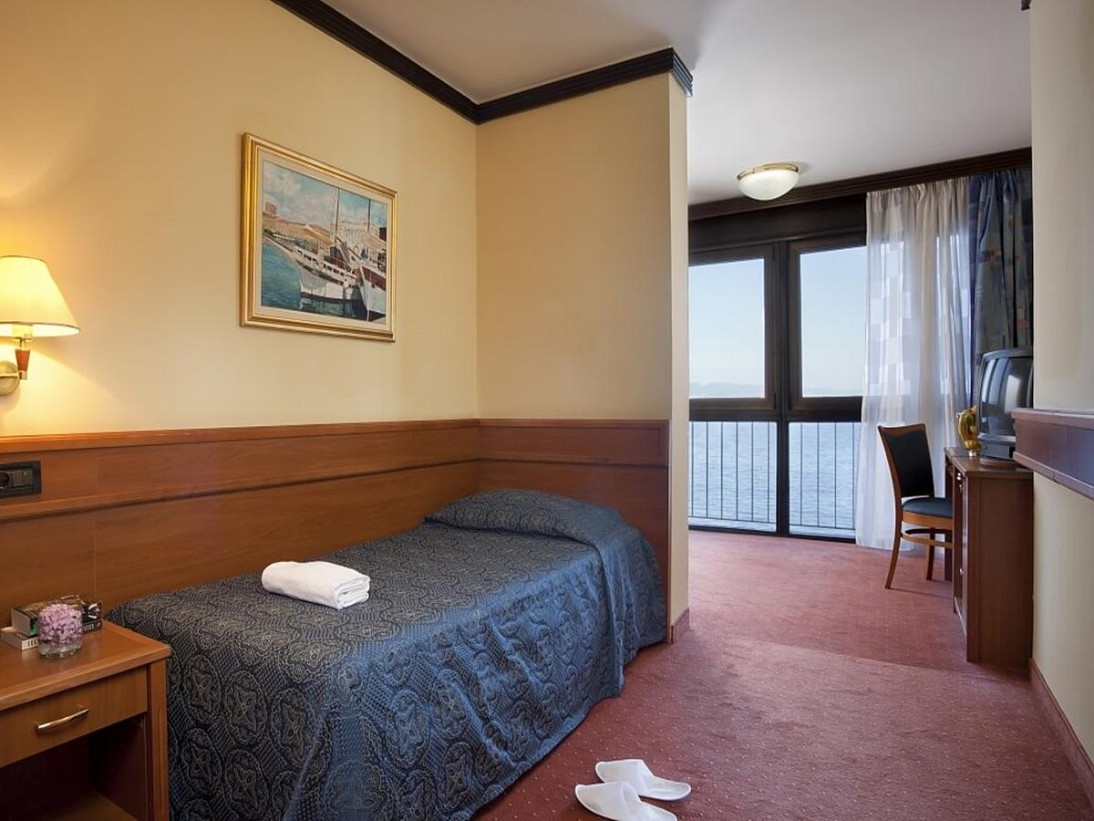 Single room sea side - superior - halfboard