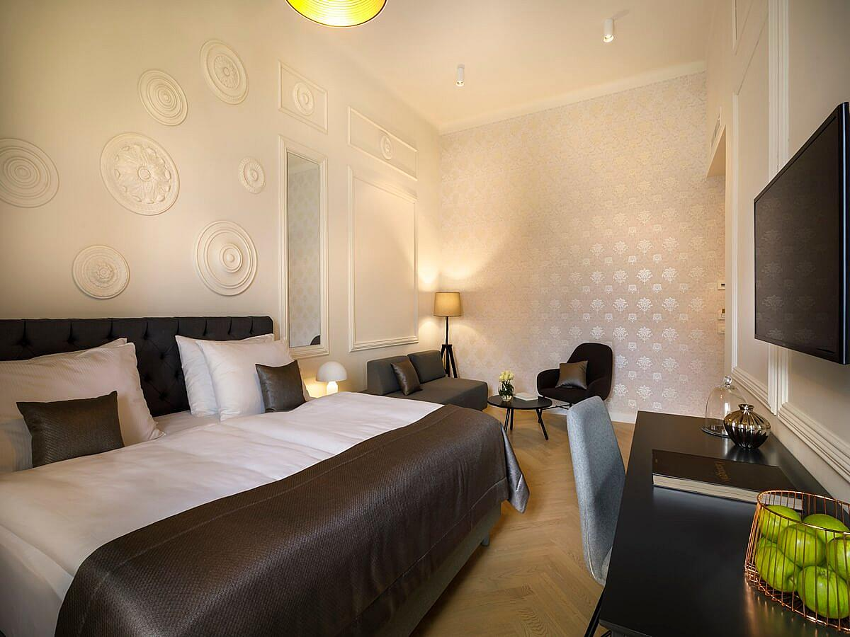 Double room with 2 help beds, standard park side with halfboard