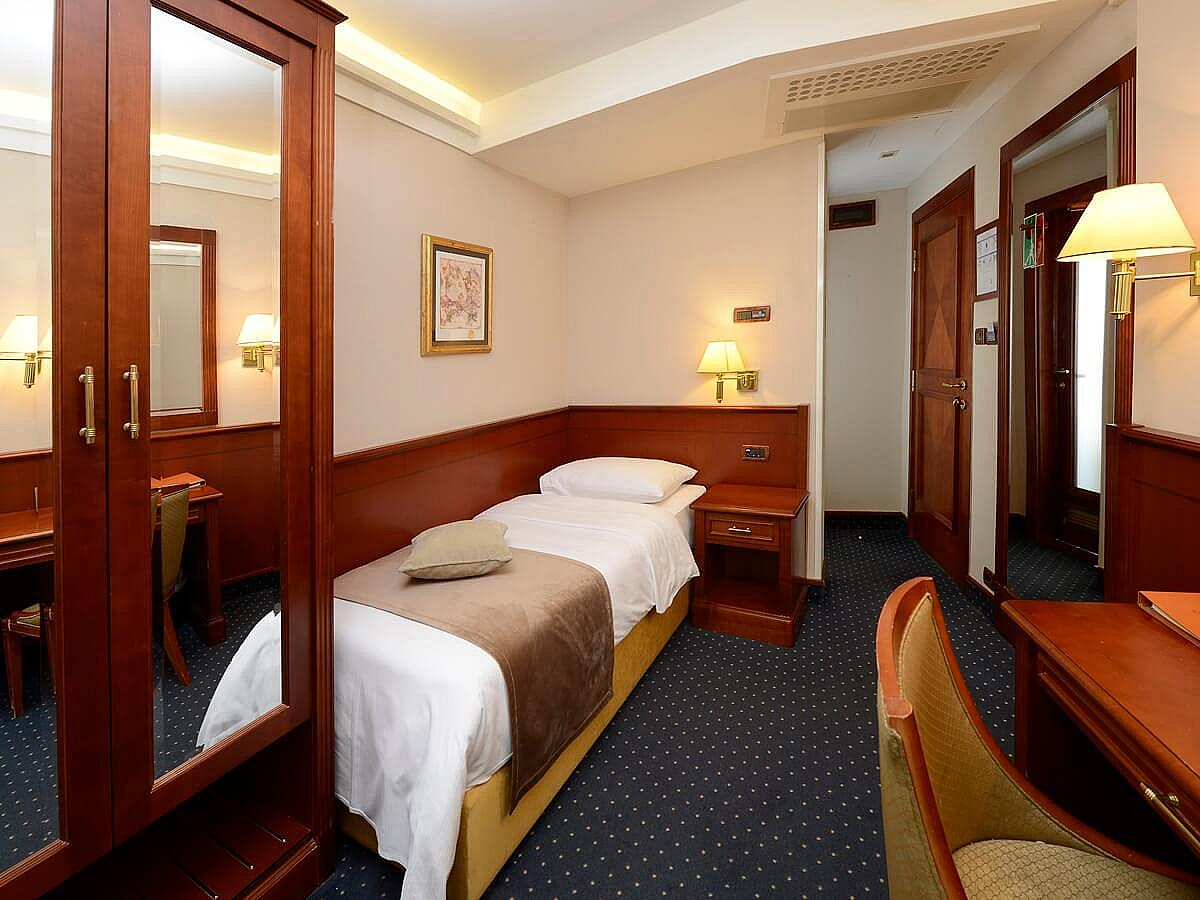 Single room superior with half board