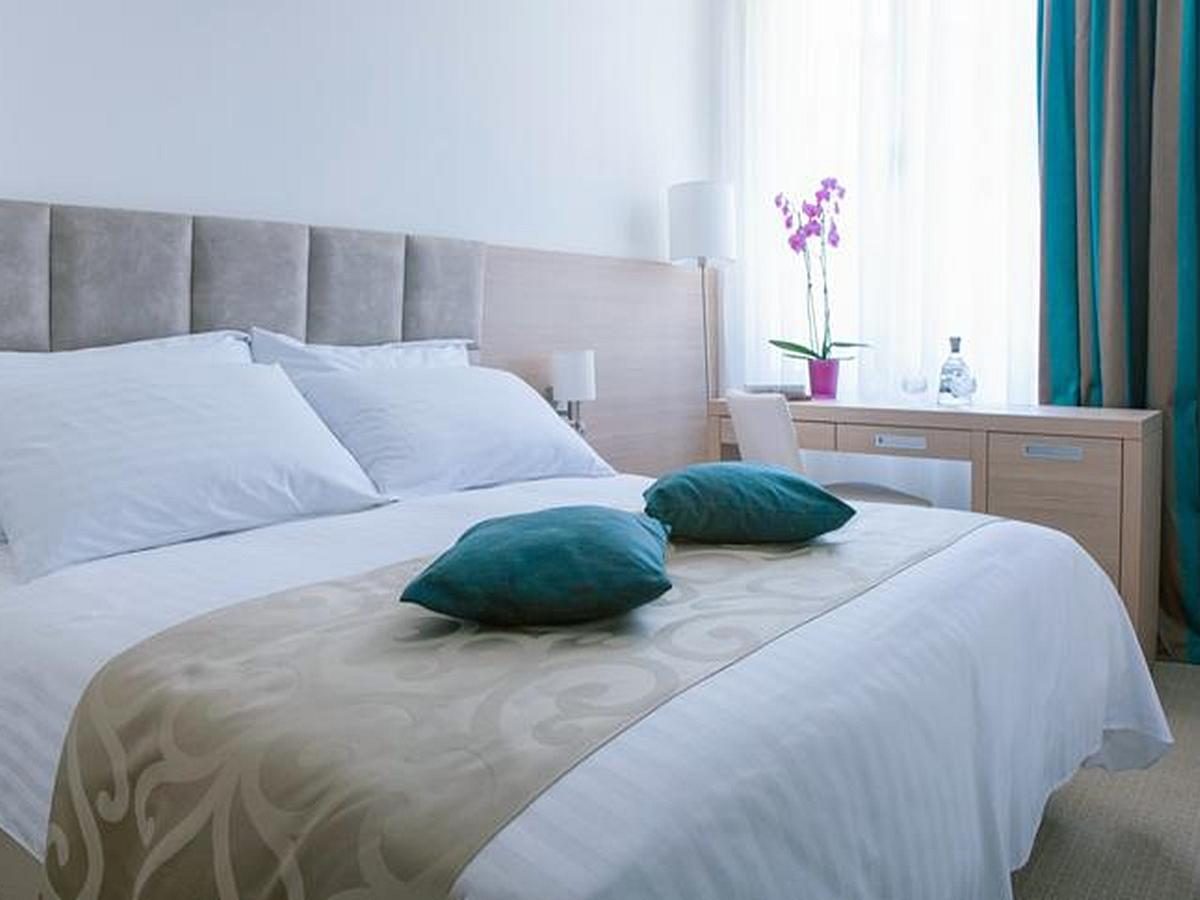 Double room sea side with bed and breakfast