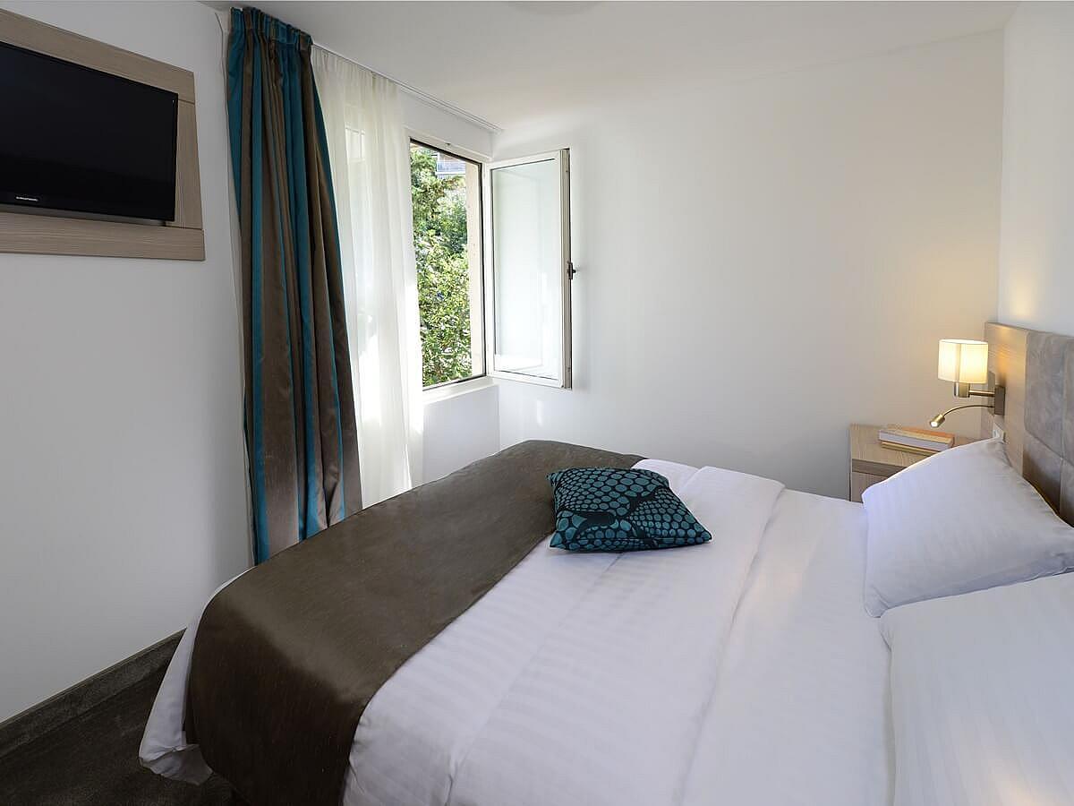 Jednolůžkový standard pokoj s polopenzí