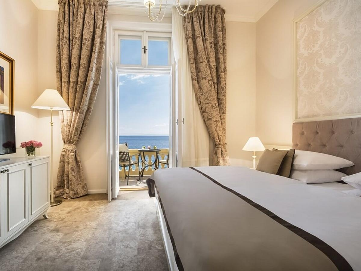 Double room sea side with balcony bed and breakfast - Superior
