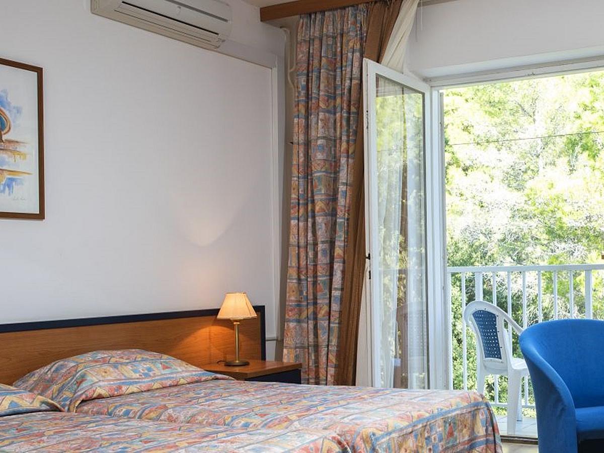 Jednolůžkový pokoj s balkónem strana k parku - light all inclusive