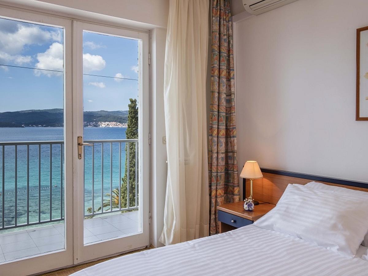 Dvoulůžkový pokoj s přídavným lůžkem, strana k moři s balkónem - light all inclusive