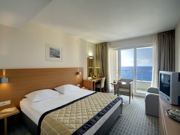 Double room,  deluxe, sea view with balcony, with halfboard