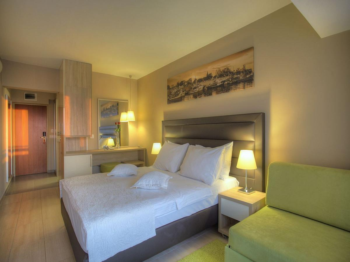 Double roompremium  with balcony single use and half board