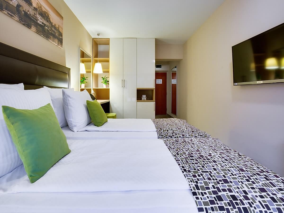 Premium double room + 1 extra bed with balcony and halfboard