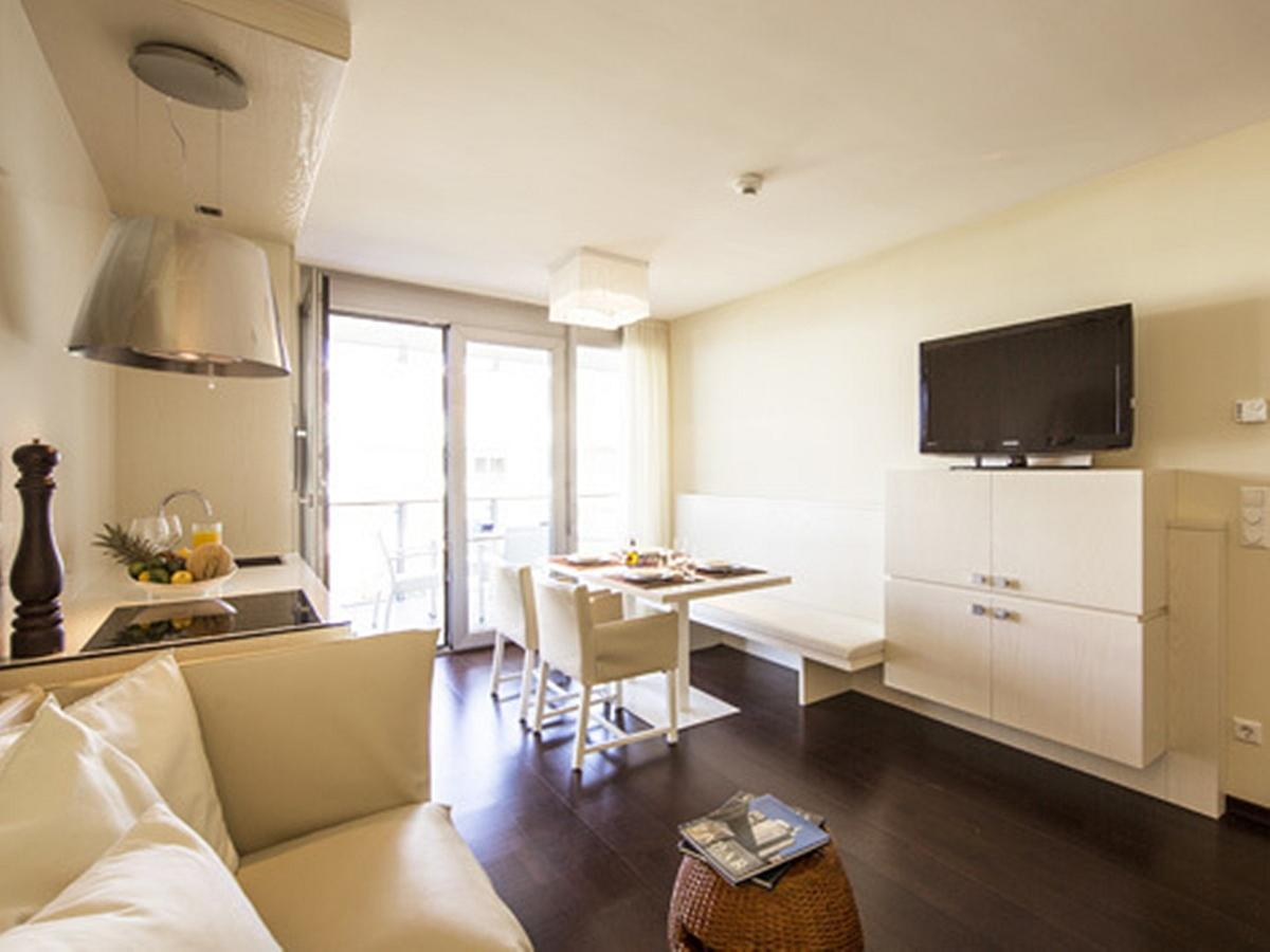 Apartment for 2 people with 3 extra beds