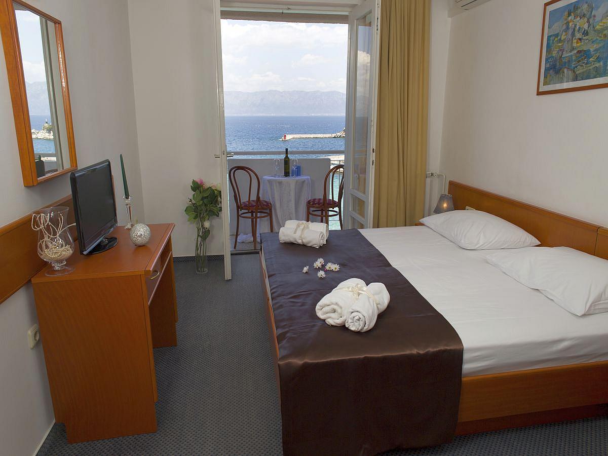 Dvokrevetna soba s pomoćnim ležajem comfort, pogled more s balkonom s pomoćnim ležajem, all inclusive