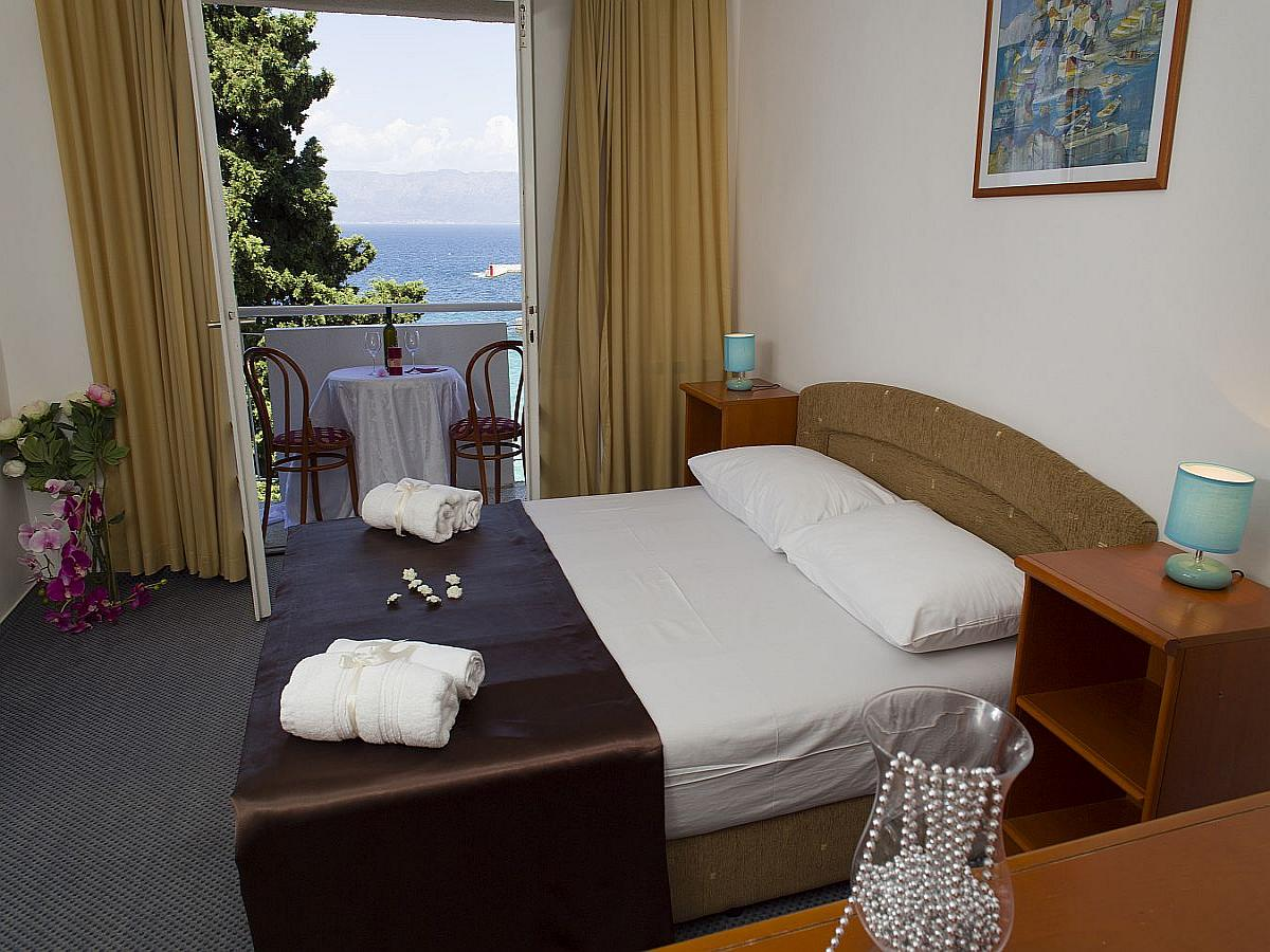 Two conected double rooms sea side with balcony, all inclusive