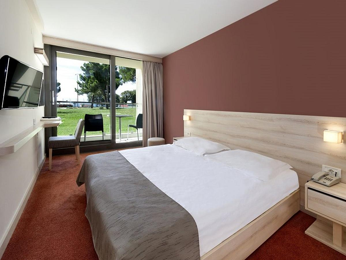 Double room park side with balcony - classic