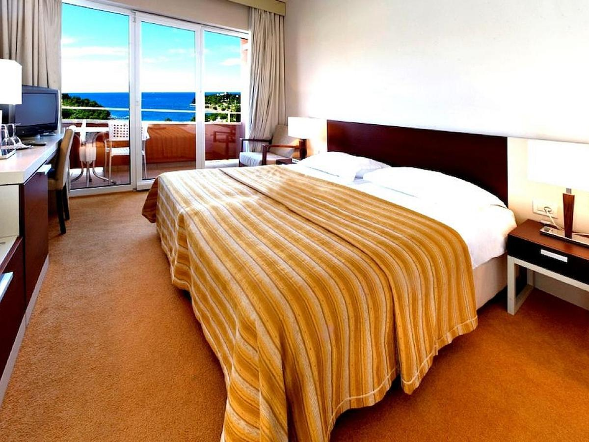 Double room superior sea side with help bed and balcony - all inclusive