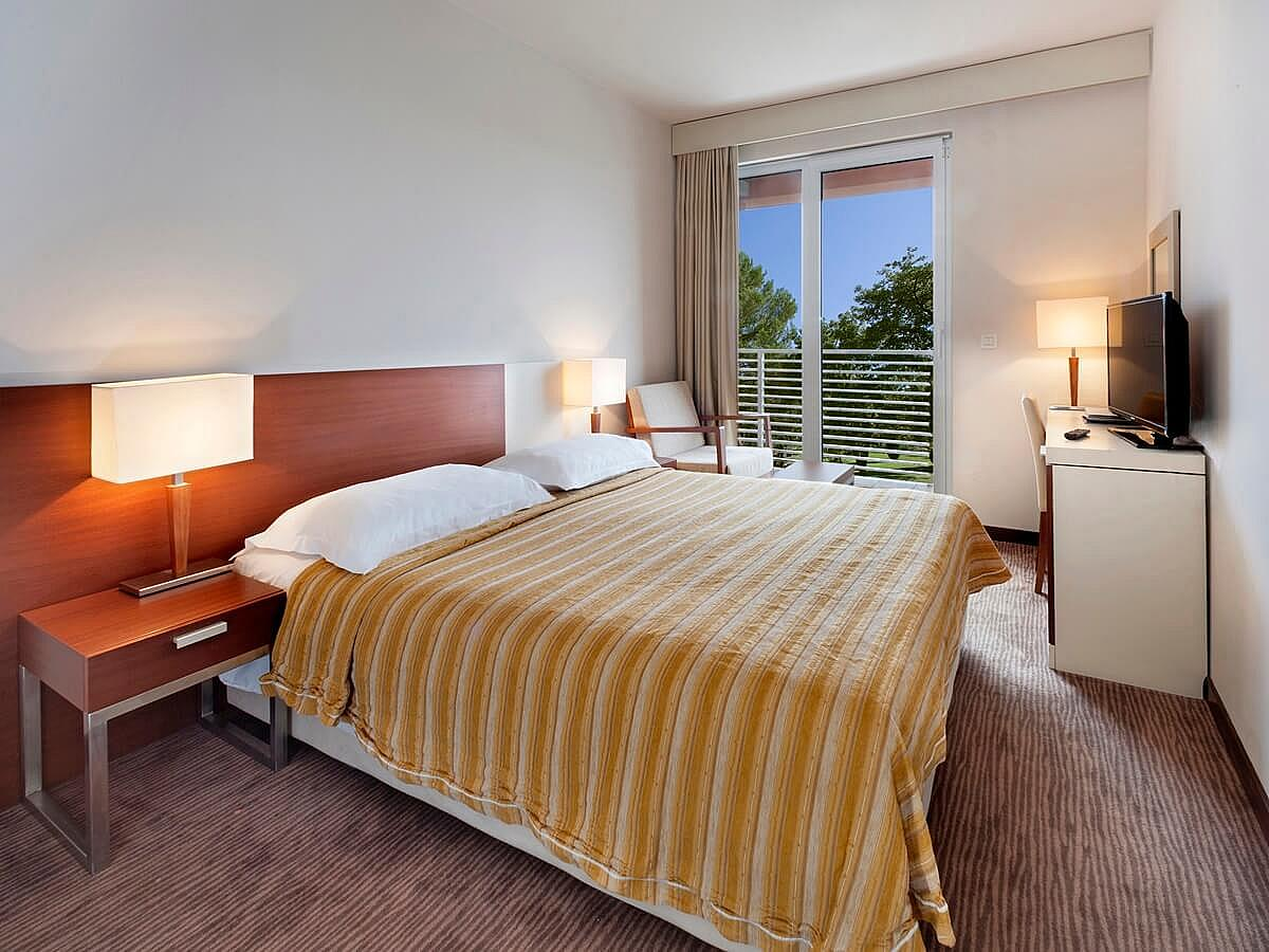 Double room, classic french bed with balcony, all inclusive