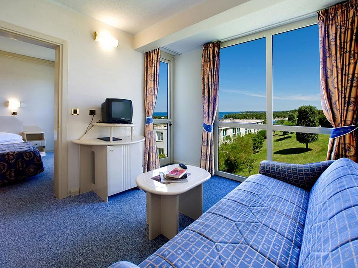Double room suite sea side with balcony and halfboard