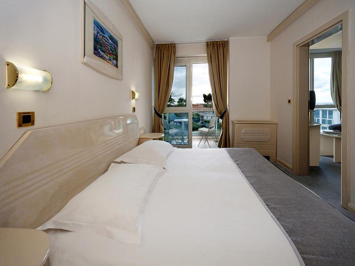 Double room with help bed, balcony and half board - suite