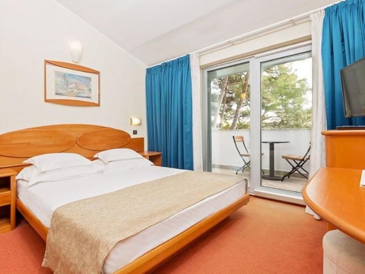 Double room with balcony, sea side, superior  with half board